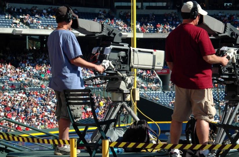 Camera's nemen sportwedstrijd op.