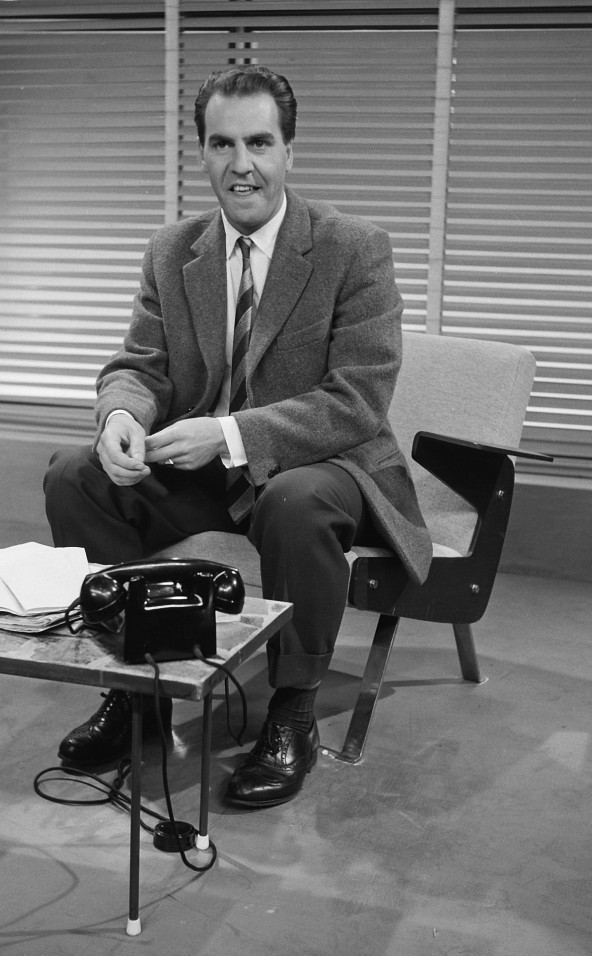 Willem Duys op een zwart wit foto